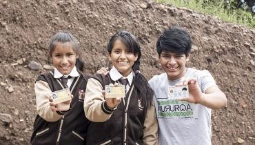 Peruvians with ID cards
